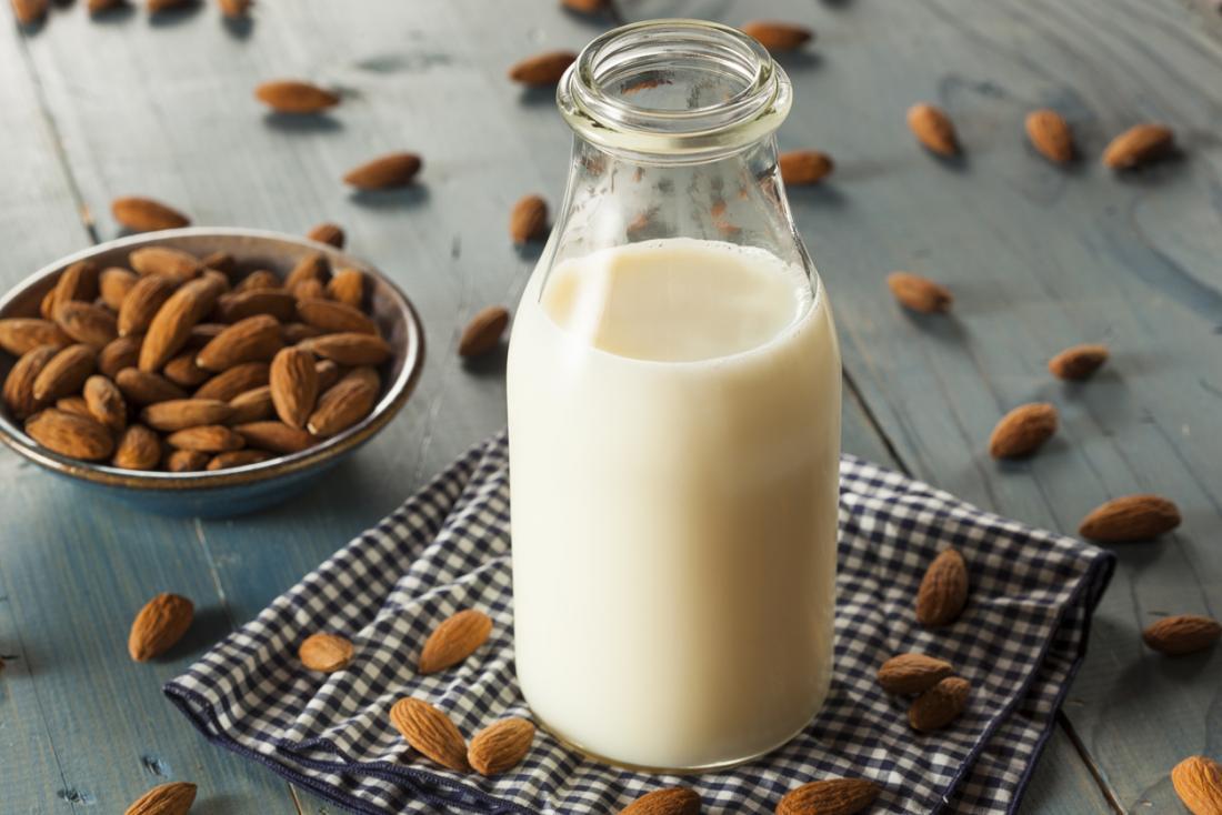 Badem Sütü Nedir ve Sizin İçin İyi mi Kötü mü?