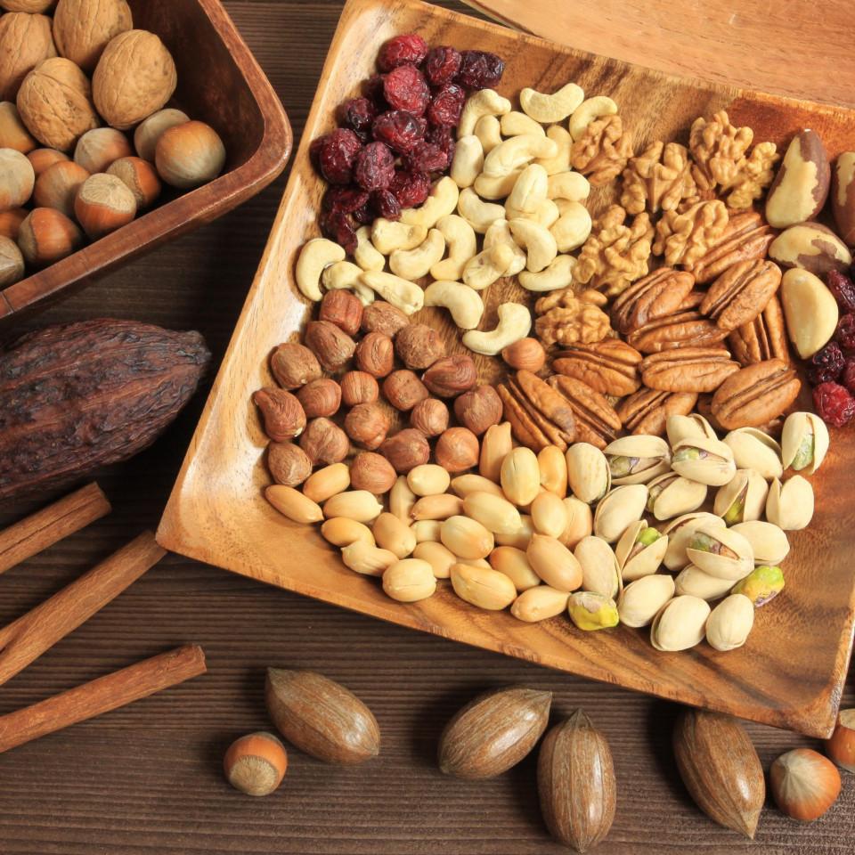 Çiğ ve Kavrulmuş Kuru Yemiş Arasındaki Farklar Nelerdir? Hangisi Daha Sağlıklı?
