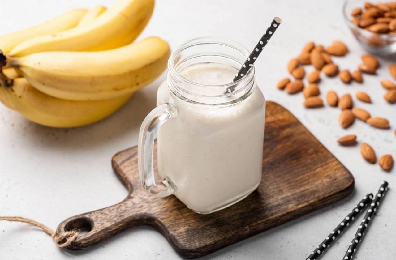Muzlu Süt Nasıl Yapılır? Muzlu Süt İçmek Sağlıklı mı?